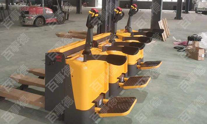 青岛某物联有限公司订购的电动托盘搬运车和电动堆高车顺利交货