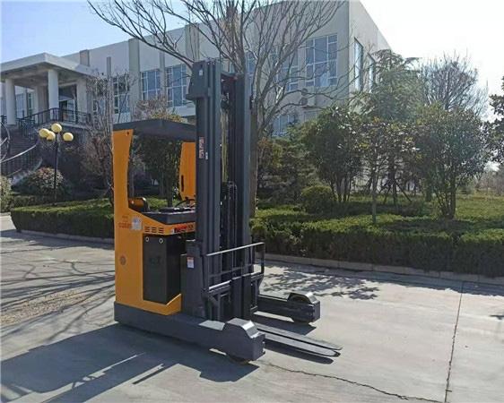 青岛前移式电动叉车交货
