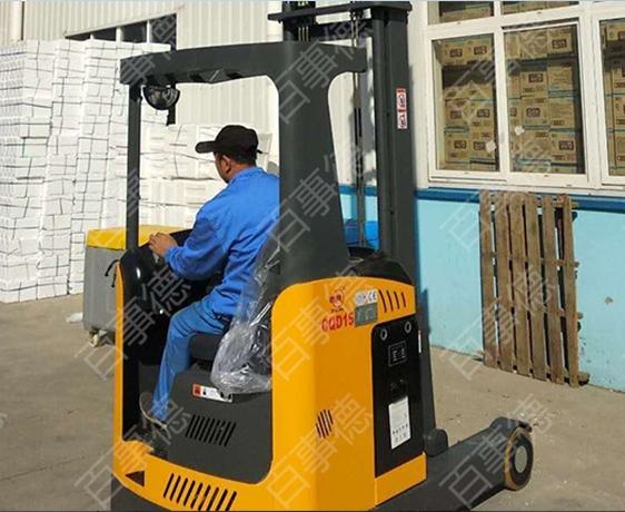 青岛某食品有限公司订购前移式堆高车一台我司顺利完成交货